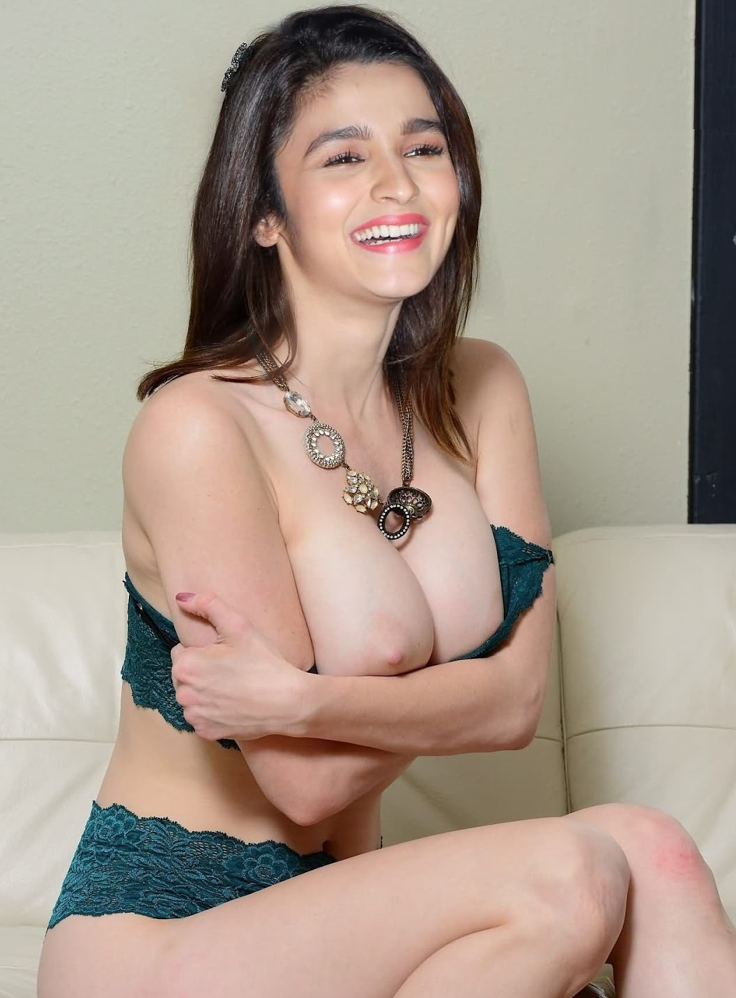 AliaBhattMilkyWhiteBoobs - Alia Bhatt Nude Porn Sex XXX Photos